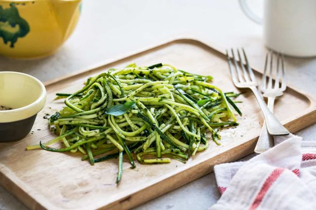 Zucchini spaghetti in Pesto sauce